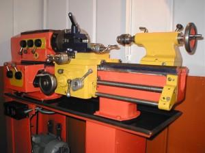 На фото - школьный токарный станок ТВ 4, lunohodov.net