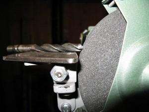 Станок для заточки сверл – как на нем и без него заточить сверло?