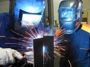 На фото - сварка низколегированной стали, stalevarim.ru