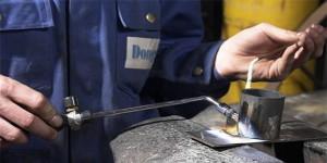 На фото - газовая горелка для резки металлических заготовок, autowelding.ru