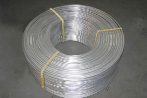 На фото - внешний осмотр изъянов алюминиевой проволоки, nikolaev.all.biz