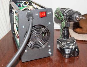 На фото - проверка работоспособности вентилятора инвертора, mastercity.ru