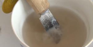 Фото процесса химического оксидирования металла, youtube.com