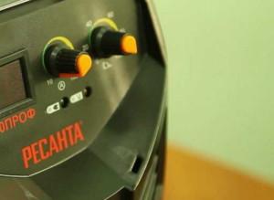 На фото - регулятор тока инвертора Ресанта САИ 250ПРОФ, stroimagaz.ru