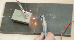 Простейший сварочник для соединения мелких изделий фото