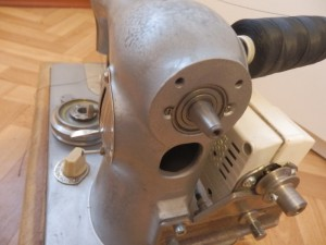 На фото - мотор от швейной машинки, drive2.ru