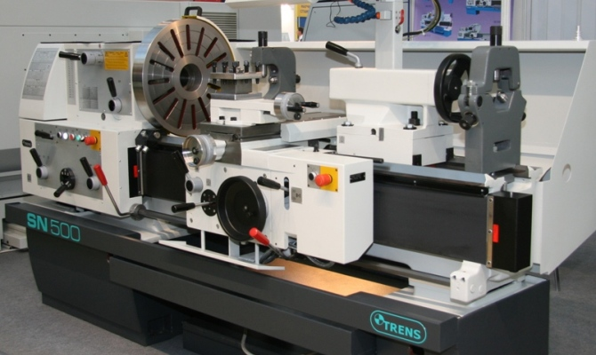 На фото - особенности токарного станка TRENS SN 500