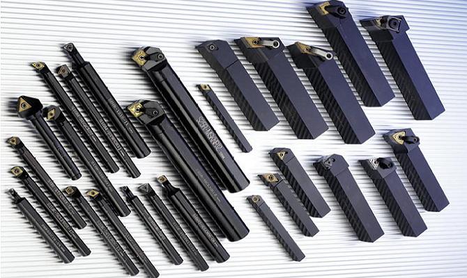 На фото - инструменты для нарезания резьбы