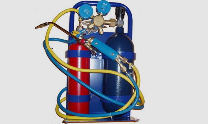 Фото баллонов с кислородом и горючим газом