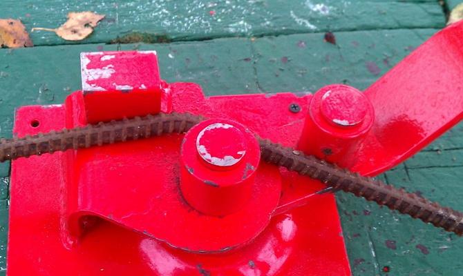 Ручное механическое приспособление для обработки прутьев