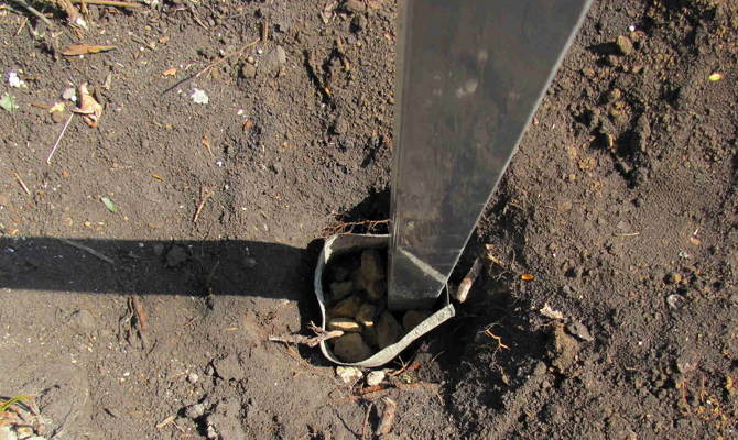 Установка столба в яму