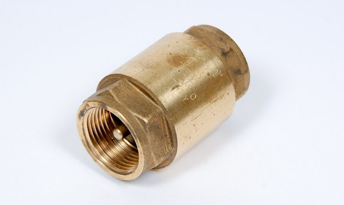 Обратный пружинный клапан