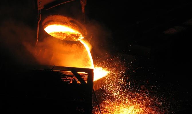Добавление добавок в расплавленный металл