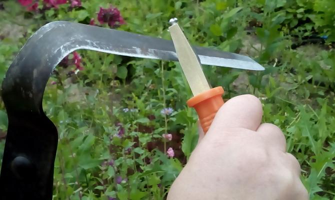 Инструмент для заточки лезвий