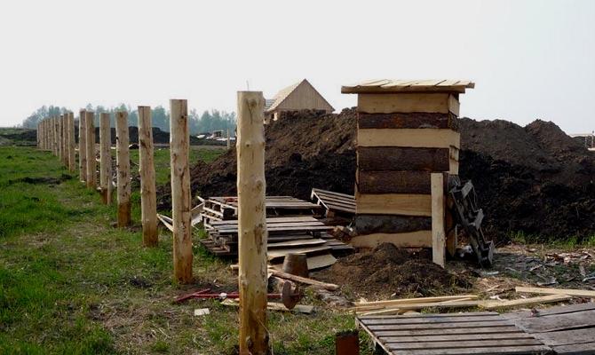 Установка столбов из дерева