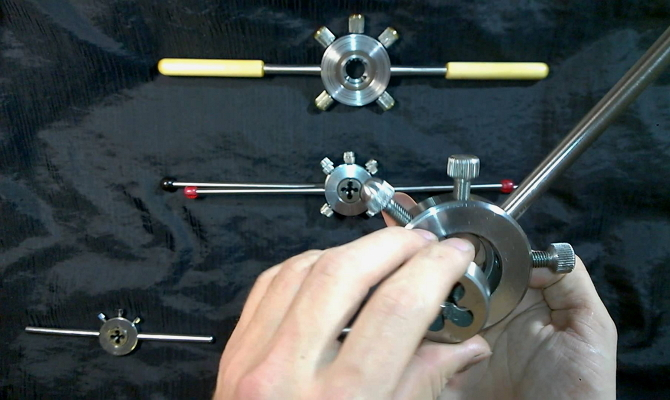 Работа ручного и механического плашкодержателя