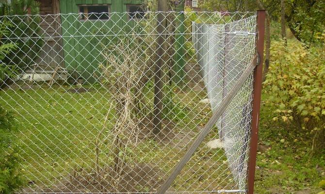 Приступаем к установке сеточных оград – как справиться?