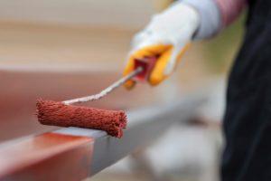 Краски по металлу для наружных работ: какие бывают, применение